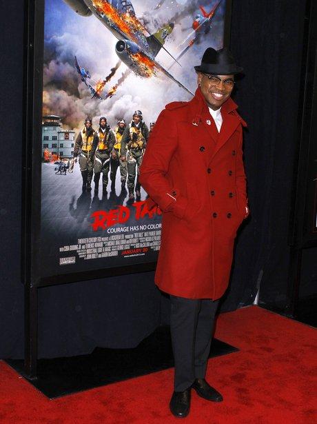 Ne-Yo arrives on the red carpet
