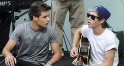 Nial Horan and Liam Payne play a suprise gig at We