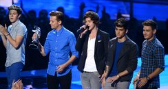 One Direction performs a the MTV VMA 2012 awards