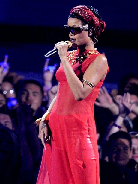 Rihanna performs at the MTV VMA 2012 awards