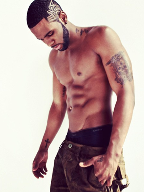 Jason Derulo poses topless on Instagram