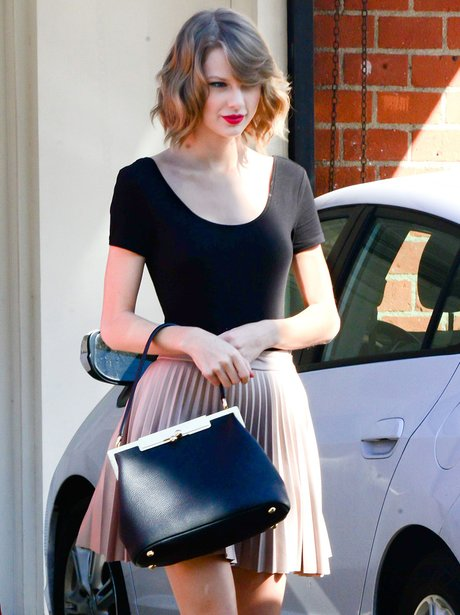 Taylor Swift shows off her new short hair