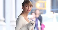 Taylor Swift takes her cat out in New York