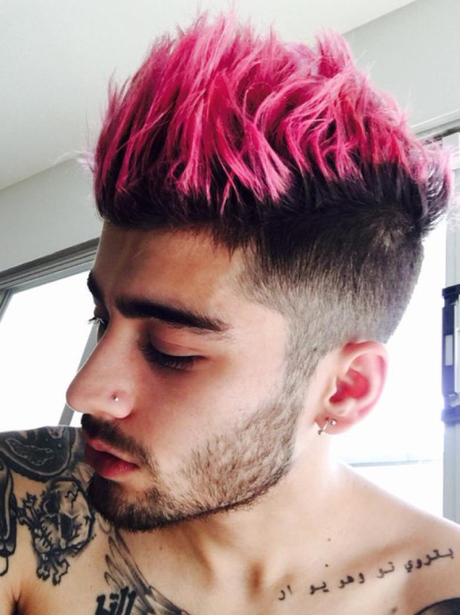 Zayn Malik dyes his hair pink