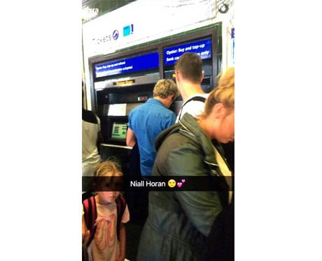 Niall Horan topping up his Oyster card