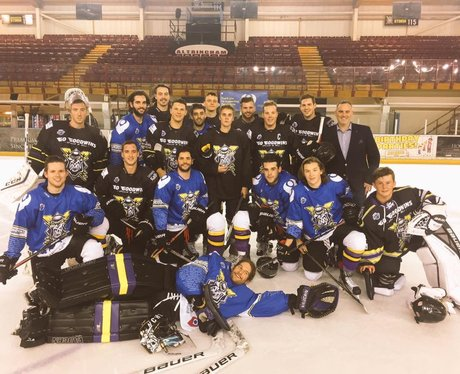 Justin Bieber plays with Manchester Storm hockey t